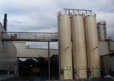 Silos with skirt for steel industry