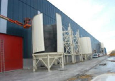 Large capacity silos which can be dismantled